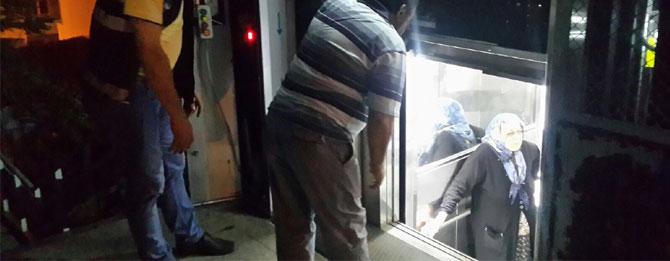 Engelli asansöründe mahsur kaldı